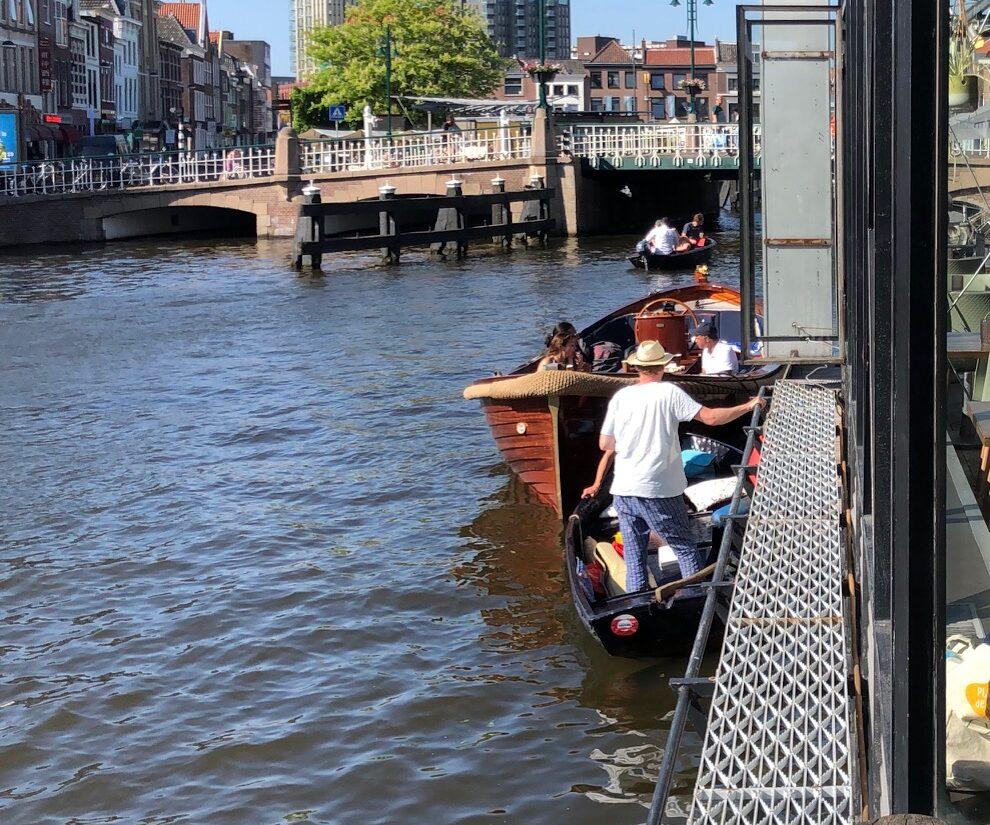 Aannemeren met de boot bij Vlot